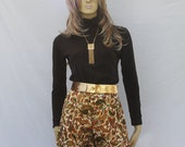 vintage 70s BROCADE HOT PANTS | red gold paisley | M