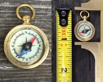 """1-100pc LOT! Tiny working compass -1"""" tall! Well made glass open face brass case gold mini small groom bride miniature charm t52"""