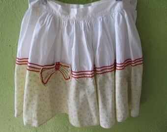 "Waist 25"" Adorable Feedsack Gathered Skirt Red Ric Rac Vintage 1940s 1950s"