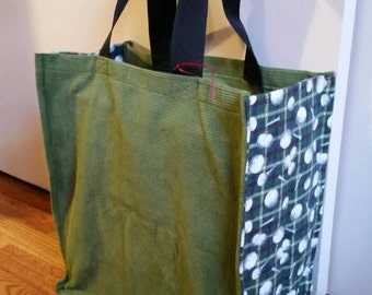 Sturdy grocery bag with golf balls and tees side fabric
