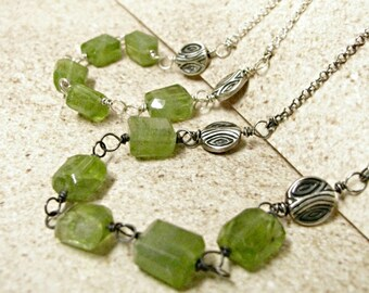 Natural Peridot Necklace, Sterling Silver Green Gemstone Necklace, August Birthstone Necklace, Rough Peridot Jewelry, Simple Necklace