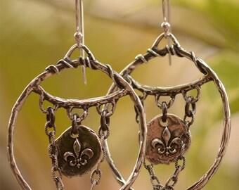 Bohemian Fleur de Lys Earrings in Sterling Silver, Fleur de lis boucles d'oreilles