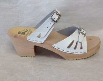 White leather sandal on Medium Heel with Simple Strap