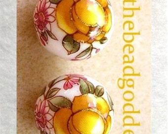 New Pair Japanese TENSHA Beads YELLOW Roses on WHITE 12mm