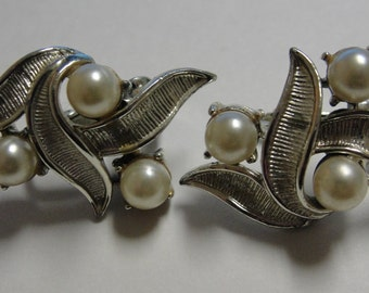 Vintage Double Simulated Pearl Clip Earrings