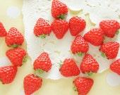 8 pcs Tiny Strawberry Cabochon (12mm14mm) Hull Light Green FR077 (((LAST)))