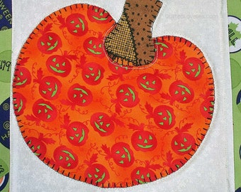 50% OFF Quilted Halloween Wall Hanging - Smiling Pumpkins, Glows In The Dark, WAS 20.00