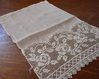 ANTIQUE Filet Lace Panel Applique Trim Piece  L15