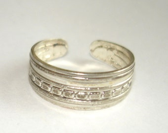 vintage silver stripes and dots pattern toe or finger ring