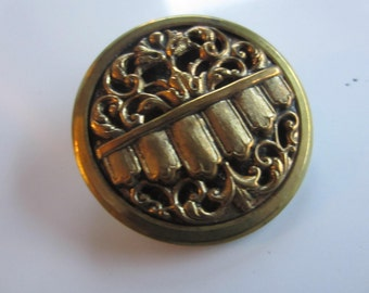 Vintage Buttons - 1 Collector molded brass metal extra large Victorian filigree design, pictorial,  design  (jan 90b)