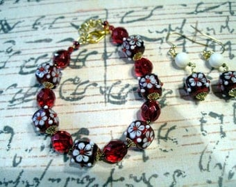 Red and White Flower Bracelet Set
