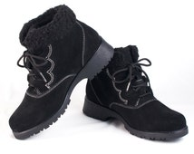 VTG 90's Black Suede Hiking Boots size 8 1/2 Womens Lace Up Ankle High Booties Black Faux Fur Trim Winter Waterproof Snow Vintage