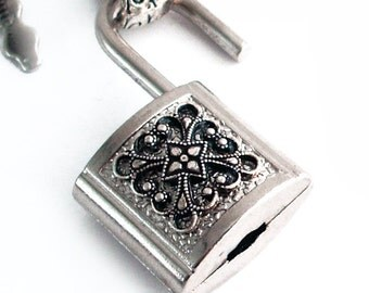 Fancy Finery Padlock - Steampunk Necklace