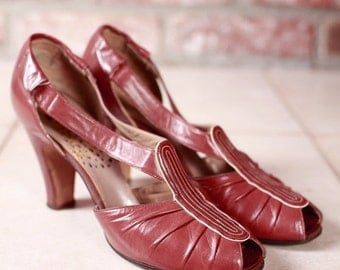 50% OFF SALE - Vintage 1930s Shoes - Burgundy Leather Art Deco Heels by Peacock - 4.5 Narrow
