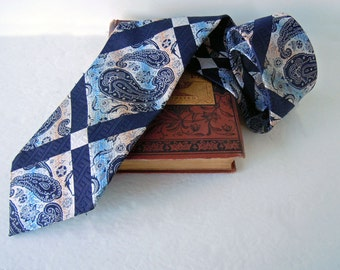 Vintage 1970 Wide Retro Tie Necktie Striplings Paisley Navy Blue White Peach Tie