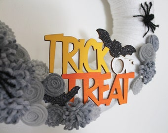 Spider Wreath, Halloween Wreath, Trick or Treat Wreath, 12 inch Size - Ready to Ship