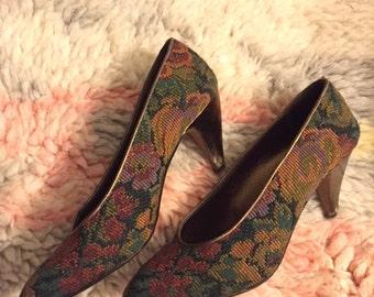 Vintage 80s Tapestry Pumps w/ Gold Heels - 7