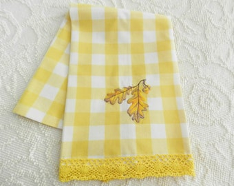 Yellow Checkered Towel, NOS Yellow Towel, Machine Handmade Towel, Never Used Towel, Oak Leaf Embroidered Towel, Farmhouse Kitchen