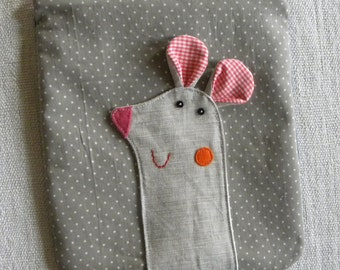 Mousy pouch on grey polks dots