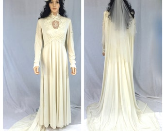 Vintage Off White Wedding Dress with Hat and Veil. X-Large. Large. Long Sleeves. Dress with Train. Beige. Lace Appliqués. 1970s Bridal.