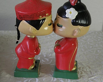 Cute Bobble Head KISSING COUPLE Chinese Figurines