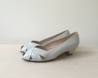 vintage wedge sandals / grey leather heels / 80s Stone leather sandals