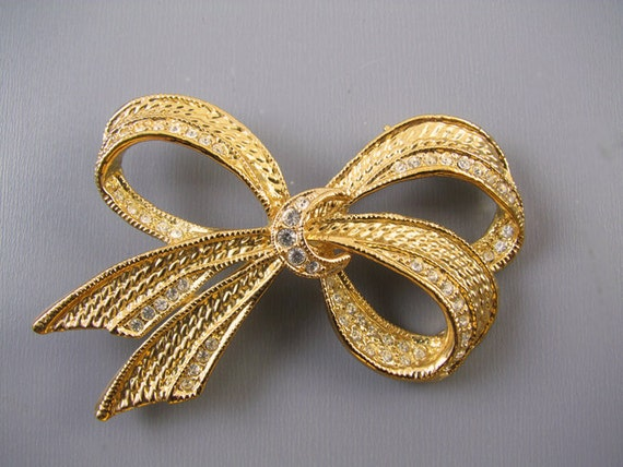 Vintage gold tone rhinestone crystal ribbon bow brooch pin signed Roman