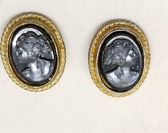 Lovely Cameo Vintage Clip On Earrings