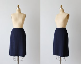 1940s Navy Blue Wool Skirt / Arrow Detail on Hips / Pencil Skirt / Side Pocket / Size Medium