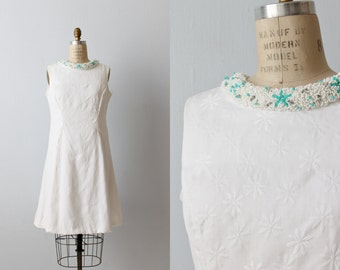 Vintage 1960s White Sheath Shift Dress with a Turquoise Beaded Collar / Sleeveless Dress / Daisy Flower Embroidery