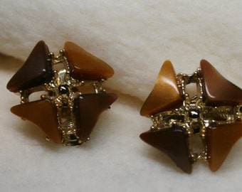 Vintage 1950s Amber Brown Stone Floral Clip-On Earrings