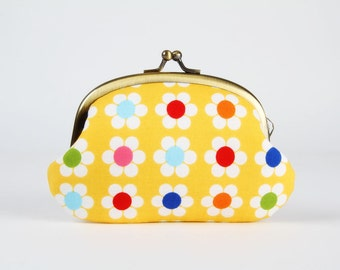 Metal frame coin purse - Remix daisies on yellow - Big smile / Retro flowers / Red pink blue green yellow