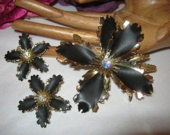 Vintage black gold frilly big flower pin earrings, retro black metal big flower brooch clip earrings, orchid look black flower pin earrings