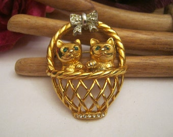 Vintage 2 kittens in basket brooch, cat lover's pin, cats in basket with bow, crystal detail basket kittens pin