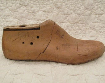 Vintage Wood Shoe Form dated 1961 Mans size 10 1/2 B Century