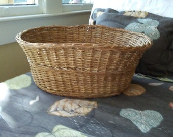 Antique Natural Wicker Basket in Oval