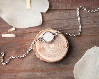 White tulip charm bracelet - Tiny charm bracelet - Bridesmaids bracelet - Dainty bracelet - Delicate bracelet - White Flower Jewelry (BT037)