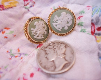 Estate Vintage Sterling/Green Wedgwood Round Clip Earrings Roman Chariot Scene