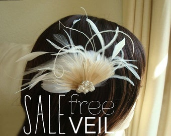 Bridal hair clip, Ivory peacock clip, peacock clip, feather fascinator, bridal champagne clip, peacock feather fascinator