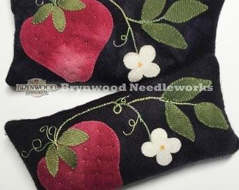 Woolen Strawberry Pincushion. Woolwork Sewing Pincushion, Wool Strawberry Pincushion, Brooch Holder Cushion