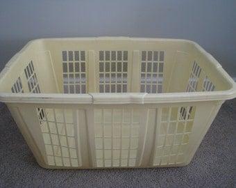 Vintage Rubbermaid Soft Yellow Plastic Laundry Basket Hamper
