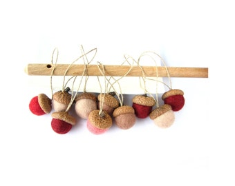 Hanging felted wool acorns with linen cord / string.  Mix of 10  acorns (brown and red shades). Natural decoration, christmas decoration