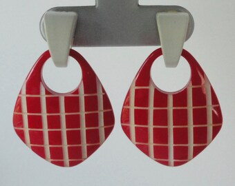 1970s-1980s Red and White LUCITE Earrings.