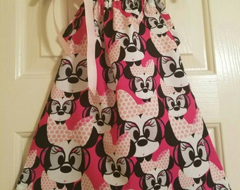 Minnie Mouse wearing glasses dress