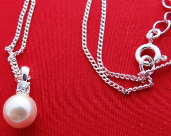 "Vintage AVON silver tone 20"" necklace  with pearl and sparkly rhinestone .5"" pendant  in great condition, appears unworn"