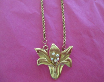 Vintage costume jewelry  /  CLEARING OUT SALE  Flower necklace