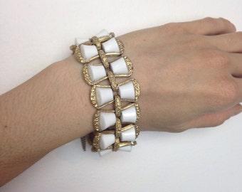 VTG 60s Mod White With Goldtone Metal Monet Bracelet Mid Century