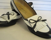 vintage Navy and White Leather Flats by Salvatore Ferragamo - size 8 1/2 narrow