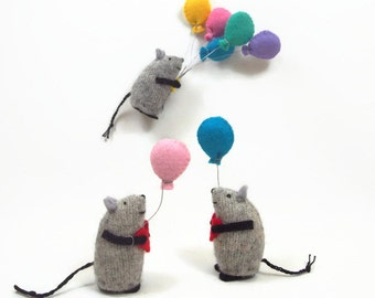 toy mouse, stuffed animal, stuffed toy, waldorf toy, miniature mouse, mouse with balloon