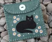 Felt coin purse,handmade felt cat purse,black cat,cat coin purse,cat gift bag,cat jewellery pouch,floral felt purse,daisy purse,CIJ